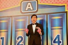 抽選で最初に枠を選ぶ権利を得て、Aブロックの3番を選んだ、おいでやす小田。