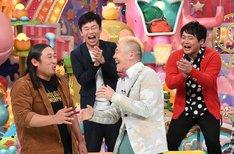 (手前左から)ロバート秋山、キャイ~ン・ウド鈴木ら。(c)テレビ朝日