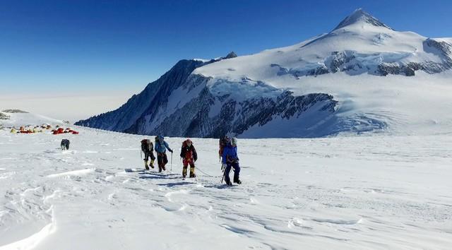 「世界の果てまでイッテQ!登山部 南極大陸最高峰への挑戦3時間SP」のワンシーン。(c)日本テレビ