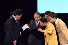 ウィキペディアの情報を確認するゾフィー上田、カミナリたくみら。