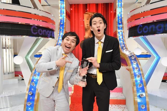 「漫才Loversスペシャル 第7回ytv漫才新人賞決定戦」で優勝した霜降り明星。