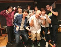 ゲストの鈴村健一(前列左)とクロちゃん(前列右)。