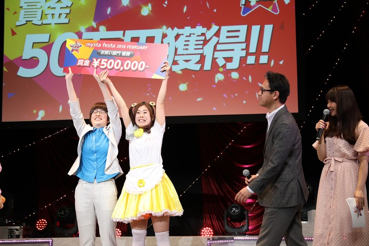 ライブイベント「mysta festa」で優勝したHENHEN事変の(左から)おおのまりあ、アイドル鳥越。