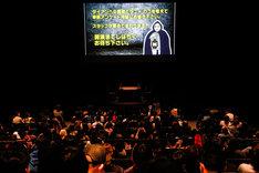 """開演前のスクリーンなど、随所にギャロップ林が。(撮影:日吉""""JP""""純平)"""