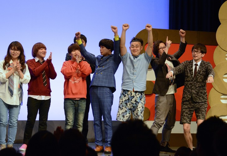 勝利が決定した瞬間の「TOP1」ファイナリストチーム。