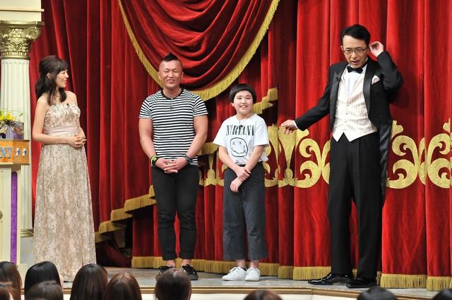 左から白石美帆、完熟フレッシュ、福澤朗。(c)日本テレビ