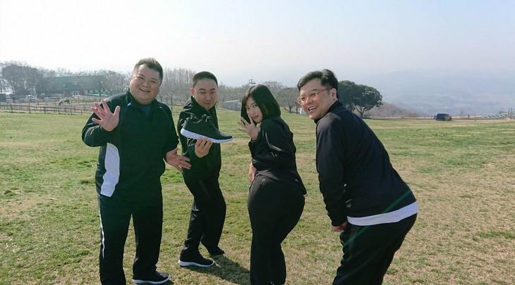 「ブラマヨ小杉のいいね!ハンターズ3」に出演する(左から)ブラックマヨネーズ小杉、レイザーラモンRG、倉持由香、とろサーモン久保田。(c)関西テレビ