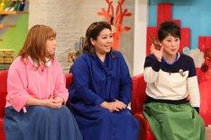 (左から)海原やすよ ともこ、友近。(c)関西テレビ
