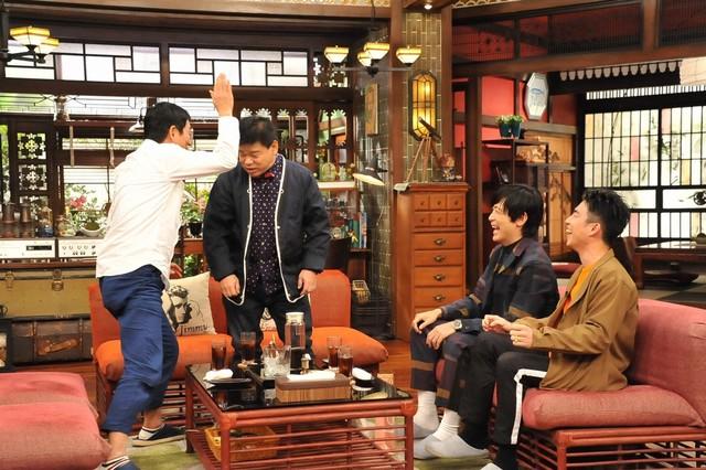 ジミー大西(左から2人目)が登場するワンシーン。(c)関西テレビ