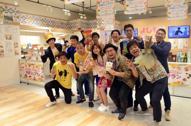 「よしもと沖縄シュフラン2018試食選考会」に参加した芸人たち。
