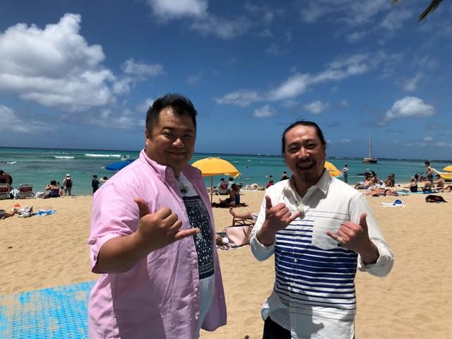 ハワイを訪れる(左から)ブラックマヨネーズ小杉、笑い飯・西田。(c)関西テレビ