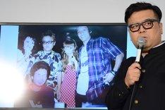 高校時代の自分の写真を説明するとろサーモン久保田。