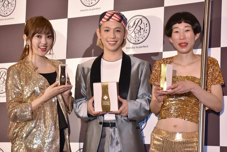 株式会社ビップコーポレーションの日本初出店記念イベントに出演した(左から)菊地亜美、りゅうちぇる、牧野ステテコ。