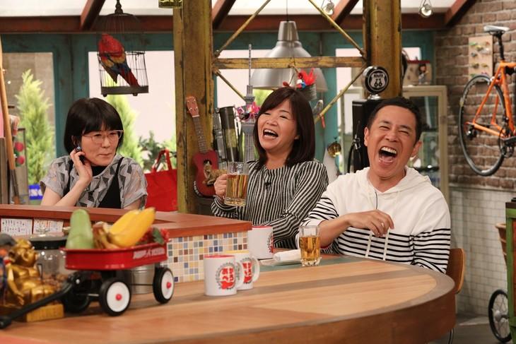 「おかべろ」に出演する(左から)オアシズ、ナインティナイン岡村。(c)関西テレビ