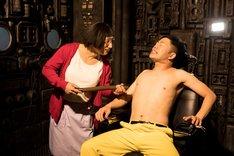 「乳首ドリルの逆襲 ~ATTACK OF THE NIPPLE DRILL~」のワンシーン。