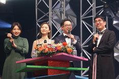 司会の野呂佳代、朝日奈央、おぎやはぎ(左から)。(c)テレビ東京