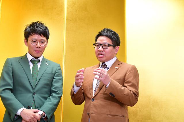 まみちゃんについて語るミキ昴生(右)。