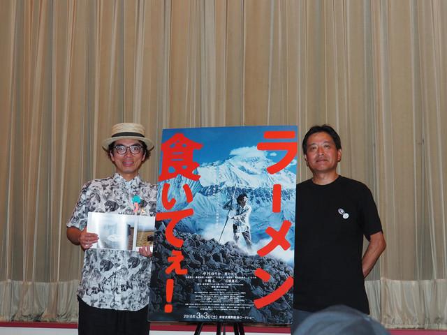左から片桐仁、鈴木仁行プロデューサー。