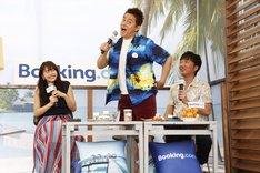 (左から)佐野ひなこ、スピードワゴン。