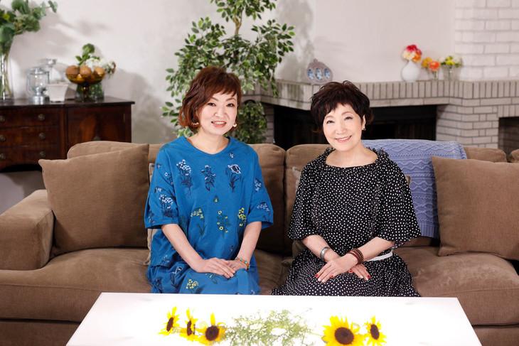 「おしゃべりアラモード」に出演する(左から)清水ミチコ、森山良子。