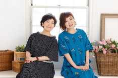 森山良子(左)と清水ミチコ(右)。