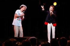 エレキコミックやつい(左)と水前寺清子(右)。(撮影:Soshi Setani)