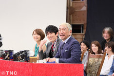 「松本・華大の福岡発掘バラエティー どげんですか?」収録中、笑顔を見せる松本人志ら。