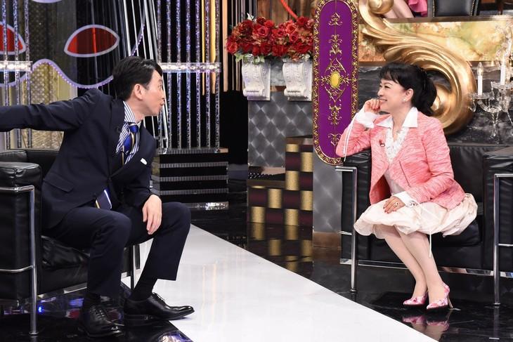 左から有吉弘行、ジュディ・オング。(c)日本テレビ
