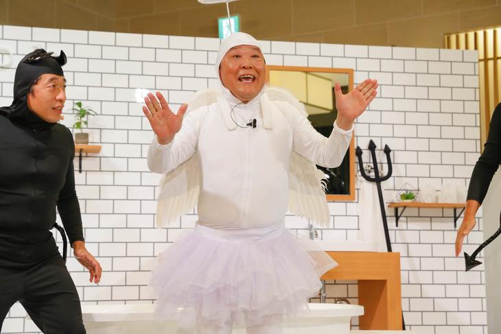 「新どろあわわ presents. あわパーティ」にて、天使に生まれ変わるダチョウ倶楽部・上島。