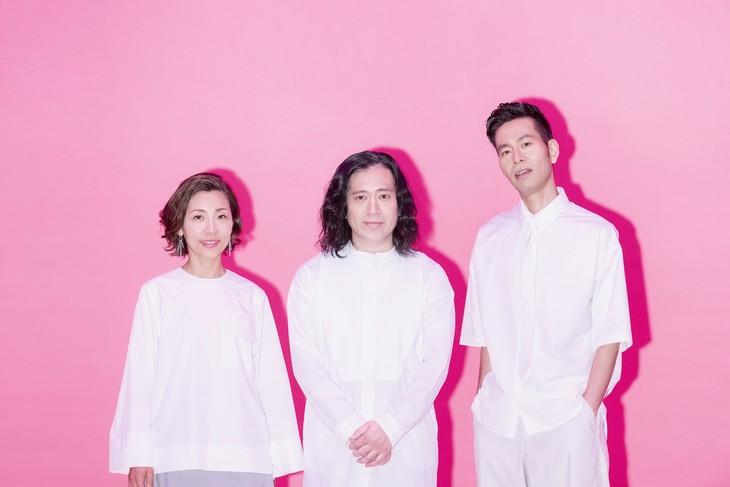 左から佐野遊穂(ハンバート ハンバート)、ピース又吉、佐藤良成(ハンバート ハンバート)。
