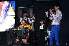 「ストリートファイターV」で流れ星・瀧上がANZEN漫才あらぽんに勝利した場面。