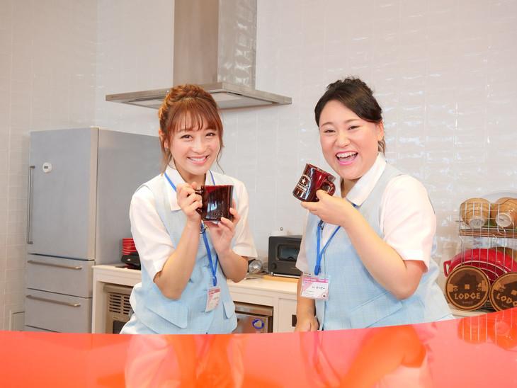 鈴木奈々(左)とフォーリンラブ・バービー(右)。(c)Yahoo!映像トピックス