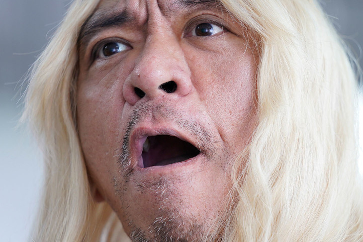 タウンワークの新CMで金髪ロングヘアのキャラクターを演じているダウンタウン松本。