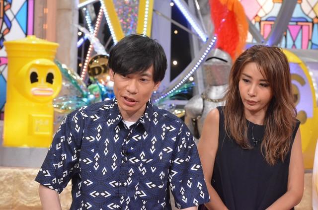 左からインパルス板倉、鈴木紗理奈。(c)読売テレビ