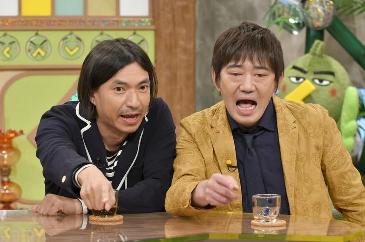 左からふかわりょう、メッセンジャー黒田。(c)読売テレビ