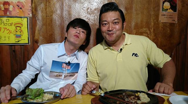 左から田中圭、山口智充。(c)関西テレビ