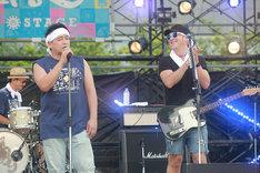 サンドウィッチマン富澤(左)とBlaise(右)。