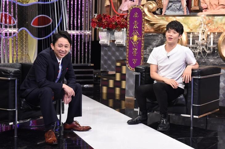 左から有吉弘行、竹田純。(c)日本テレビ