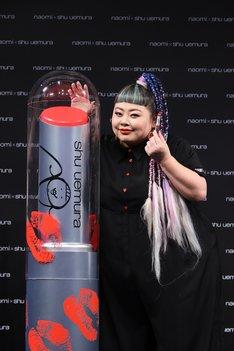 「naomi x shu uemura rouge unlimited collection」発売記念イベントに出席した渡辺直美。