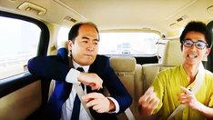 指パッチンアーティストと一緒に指を鳴らしたくなるトレンディエンジェル斎藤(左)。