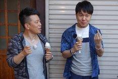 (左から)雨上がり決死隊・宮迫、土田晃之。(c)関西テレビ