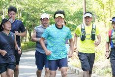 マラソン練習に励むみやぞん。(c)日本テレビ
