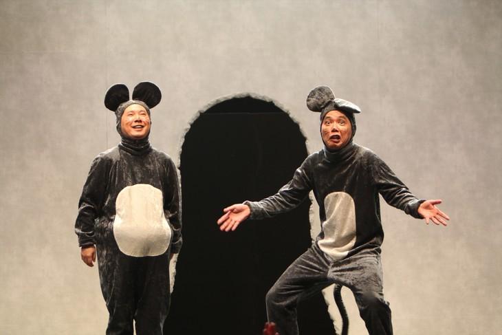 「爆笑問題30周年記念単独ライブ『O2-T1』」で爆チュー問題に扮した爆笑問題。