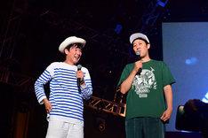 カジヒデキ(左)と小籔千豊(右)。