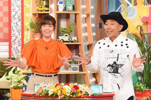 左から佐藤栞里、木梨憲武。(c)日本テレビ