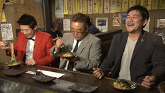 左からマギー審司、サンドウィッチマン。(c)NHK