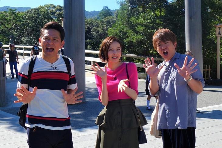 「出た!おせっかいツアーだWAO!~伊勢でお休みとったどー!~」に出演する(左から)ますだおかだ岡田、ベッキー、よゐこ濱口。(c)関西テレビ