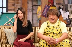(左から)ダレノガレ明美、石塚英彦。(c)関西テレビ