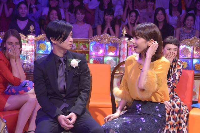 ゲストの千葉雄大(左)と加藤綾子(右)。(c)読売テレビ