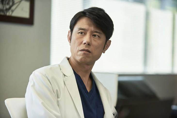 「連続ドラマW パンドラIV AI戦争」に出演するネプチューン原田。